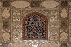 Деталь отраженного потолка в дворце зеркала на янтарном форте в Джайпуре Стоковая Фотография