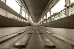 Деталь пола мостоваой в footbridge Стоковые Изображения RF