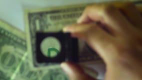 Деталь серийного номера долларовой банкноты