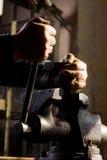деталь сжатия механически обеспечивает работника Стоковое фото RF