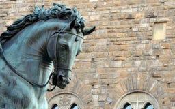 """Деталь скульптуры Cosimo De """"Medici верхом - Флоренс стоковые фотографии rf"""