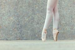 Деталь снятая ног артиста балета Стоковая Фотография