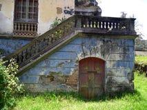 деталь старого покинутого дома стоковое изображение rf