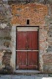 Деталь стародедовской двери стоковая фотография
