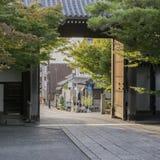 Деталь традиционного японского деревянного дома в районе парка Стоковое фото RF