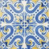 Деталь традиционных плиток от фасада старого дома декоративные плитки Valencian традиционные плитки флористический орнамент Стоковое фото RF