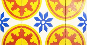 Деталь традиционных плиток от фасада старого дома декоративные плитки Valencian традиционные плитки флористический орнамент Стоковая Фотография RF