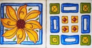 Деталь традиционных плиток от фасада старого дома декоративные плитки Valencian традиционные плитки флористический орнамент Испан Стоковое Изображение