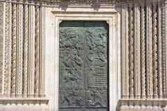 Деталь фасада собора Orvieto, Умбрии, Италии стоковая фотография