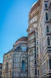 Деталь фасада di Santa Maria del Fiore базилики в Firenze, Италии стоковые изображения rf