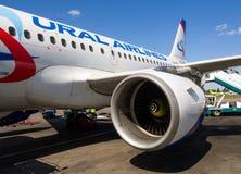 Детализируйте авиакомпаний Ural авиакомпаний воздушных судн A321 в авиапорте Domodedov стоковые изображения