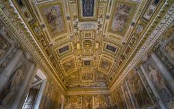 Детализируйте внутренний взгляд искусства потолка Святого Angelo замка rome Стоковая Фотография RF