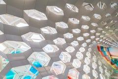 Детализируйте съемку сделанной по образцу стены, архитектурноакустической характеристики, конца-вверх стоковое фото rf
