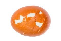 Детализируйте текстуру сломленного вареного яйца изолированную на белой предпосылке Стоковые Изображения
