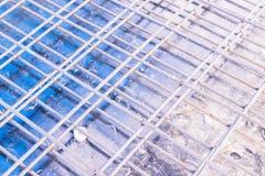 Детали конструкции: бар подкрепления на форма-опалубках пола перед лить бетон Стоковая Фотография RF