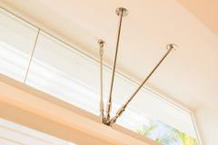 Детали конструкции - комплект нержавеющей стали для того чтобы держать лучи для того чтобы поддержать окна Стоковые Изображения