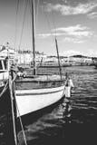 Детали классическое красивого handcraft деревянная яхта плавания стоковые изображения rf
