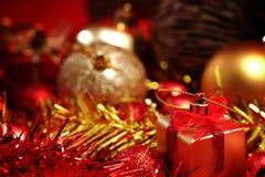 Детали рождества в красном цвете и предпосылке темы золота Стоковое Изображение