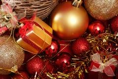 Детали рождества в красном цвете и предпосылке темы золота Стоковые Фотографии RF