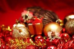 Детали рождества в красном цвете и предпосылке темы золота Стоковые Изображения