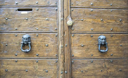 Детали старой итальянской двери Стоковые Фото