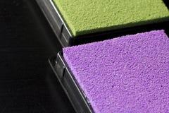 Детальный взгляд на красиво покрашенных штемпелюя пусковых площадках, на черноте Стоковые Изображения
