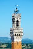 Детальный взгляд Torre del Mangia, башни города в область Сиене, Тоскане, Италия, Европа Стоковые Фото