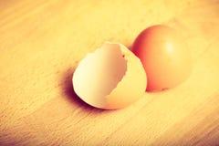 Детальный крупный план пустых треснутых eggshells Стоковая Фотография