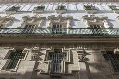 Деталь балконов и больших окон на времени ninetee Стоковая Фотография