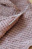 Деталь Брайна сплетенного свитера knit ремесленничества Стоковые Изображения