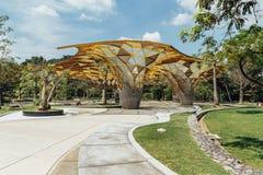 Деталь верхней части крыши формы диаманта павильона сада в садах ` s Perdana Куалаа-Лумпур ботанических в Jalan Tembusu, Малайзии Стоковое фото RF