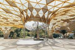 Деталь верхней части крыши формы диаманта павильона сада в садах ` s Perdana Куалаа-Лумпур ботанических в Jalan Tembusu, Малайзии Стоковые Изображения