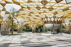 Деталь верхней части крыши формы диаманта павильона сада в садах ` s Perdana Куалаа-Лумпур ботанических в Jalan Tembusu, Малайзии Стоковые Изображения RF