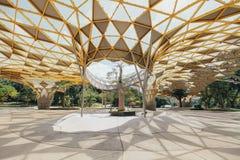 Деталь верхней части крыши формы диаманта павильона сада в садах ` s Perdana Куалаа-Лумпур ботанических в Jalan Tembusu, Малайзии Стоковое Фото