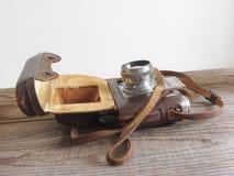 Деталь винтажной камеры фильма на деревянной предпосылке Стоковое Изображение RF