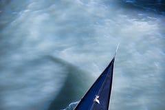 Деталь гондолы на грандиозном канале в Венеции, Италии Стоковое фото RF