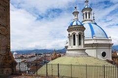 Деталь голубых куполов собора в Cuenca, эквадоре Стоковое Изображение RF
