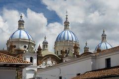 Деталь голубых куполов собора в Cuenca, эквадоре Стоковое Фото