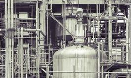 Деталь завода нефтеперерабатывающего предприятия в винтажном тоне редактирует Стоковое Изображение