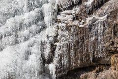 Деталь замерзая водопада которая летела от горы на Lachen Северный Сикким, Индия Стоковые Фотографии RF