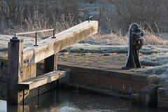 Деталь замка канала на морозном утре зимы Стоковое Изображение RF