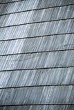 Деталь защитного деревянного гонта на крыше Стоковые Изображения