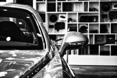 Деталь (зеркало заднего вида) личного роскошного автомобиля Bentley нового континентального GT V8 Стоковая Фотография