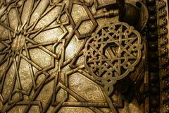 Деталь золотой двери в дворце Fez королевском, Марокко стоковое изображение rf