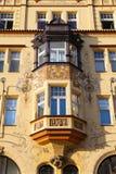 Деталь изумительного фасада традиционного здания в Праге Стоковое фото RF