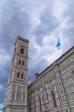 Деталь колокольни собора Флоренса Santa Maria del Fiore в Тоскане стоковые изображения