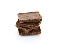 Деталь крупного плана шоколада разделяет на белой предпосылке Стоковые Изображения RF