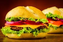 Деталь крупного плана Cheeseburger Стоковое Изображение RF