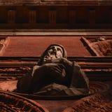 Деталь милана: здание университета главное; изваянный человек Стоковые Фото