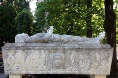 Деталь оплакивая скульптуры на кладбище Mirogoj в Загребе Стоковое Изображение